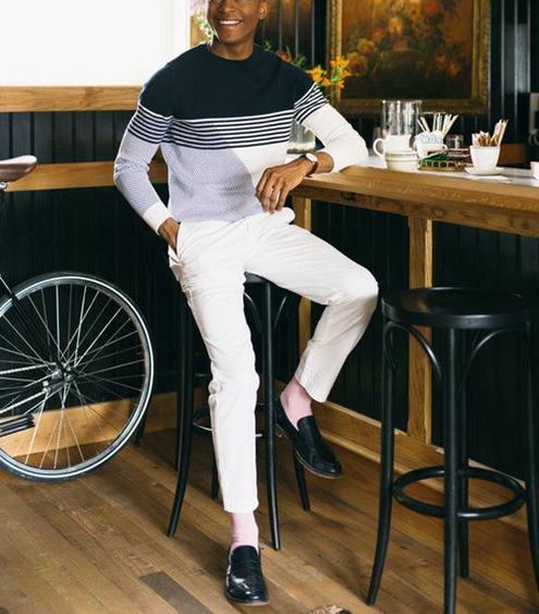 beyaz-pantolon-altına-ayakkabı-erkek