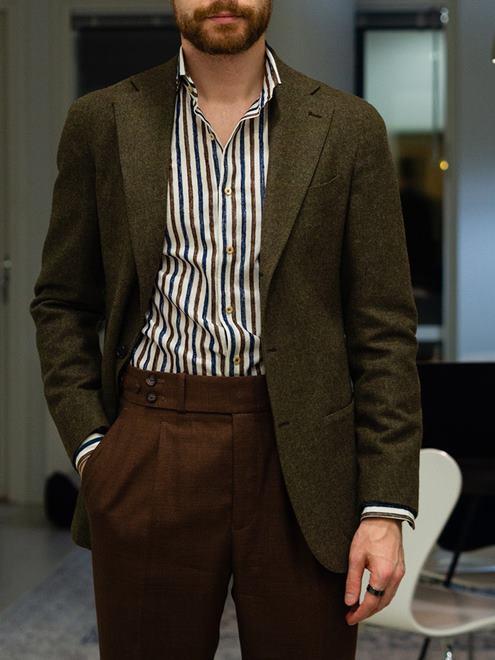 kahverengi-kumaş-pantolon-kombinleri-erkek