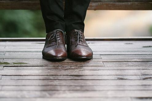 siyah-kumaş-pantolon-altına-ayakkabı